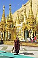 Pagoda Shwe Dagon 17.jpg