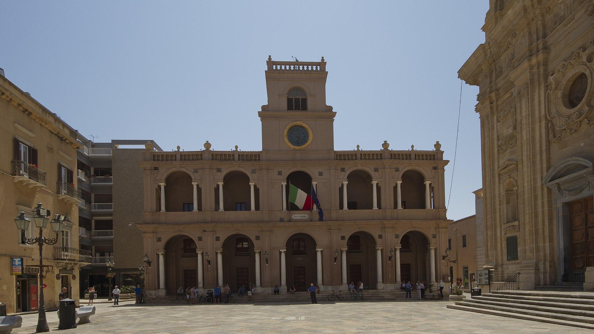 Palazzo VII Aprile - panoramio.jpg