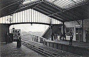 Dupleix (Paris Métro) - Dupleix station shortly after opening