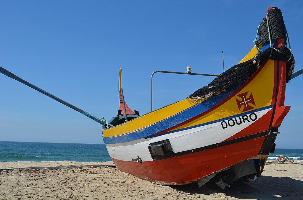 Bateau de pêcheur sur la plage d'Espinho de Porto - Photo de Pedro