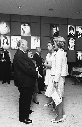 The Hitchcocks with First Lady Pat Nixon and first daughter Julie Nixon Eisenhower in 1969 Pat Nixon Alfred Hitchcock 1411-15A.jpg