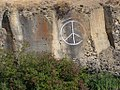 Peace sign in Yakima Canyon (1457159714).jpg