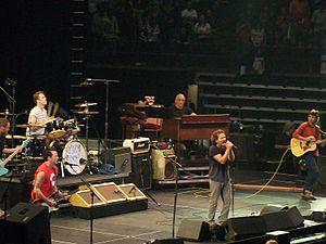 Pearl Jam Twenty Tour - Image: Pearl Jam Hamilton 2011 02