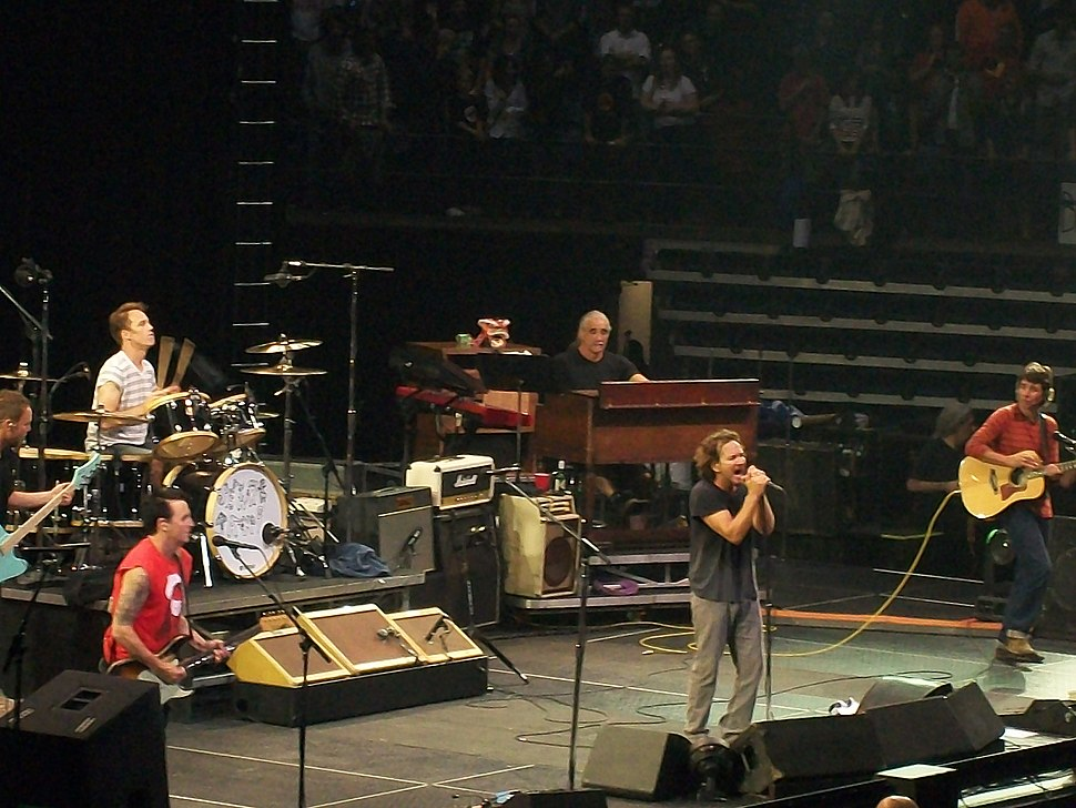 PearlJamHamilton2011-02