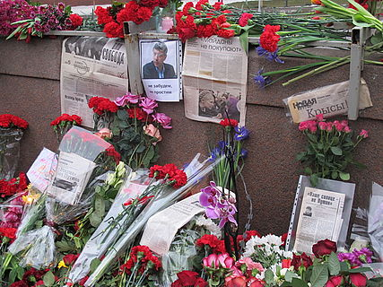 People came to the side of Boris Nemtsov's murder (2015-02-28; 48).JPG