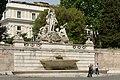 Piazza del Popolo Fontana del Nettuno a Roma.jpg