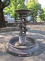 Piazza vasari, fontana 01.JPG