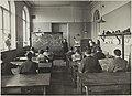 Piirustuksen opetuksen metodologien opetustilanne, 1920-luku. Aiheena hevonen, opettaja L. Törnudd. Taideteollisuuskeskuskoulun opetustilanteita.-TaiKV-07-005.jpg