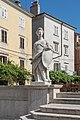 Piran Prvomajski trg cistern south stairs statue justice.jpg