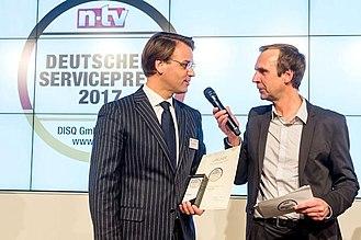 Pneumobil Reifen und KFZ-Technik - Christian Mühlhäuser (left), receiving the German Service Award 2017