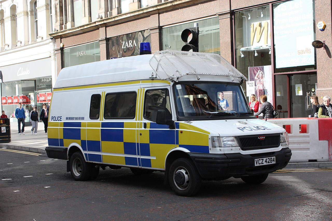 File Police Van Belfast May 2010 02 Jpg Wikimedia
