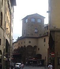 Giro alrededor de la Torre Mannelli.