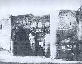La porta Salaria avant sa démolition (photo de 1870)