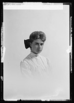 Portrait of American photographer, Helen Gatch, taken 1905-06.jpg