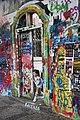 Praha-turisté-u-Lennonovy-zdi2019e.jpg