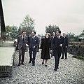 Prinses Beatrix en prins Claus onder het lopen in gesprek met iemand, Bestanddeelnr 254-7725.jpg