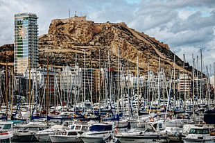 """View of the <a href=""""http://search.lycos.com/web/?_z=0&q=%22Port%20of%20Alicante%22"""">harbour</a> with the <a href=""""http://search.lycos.com/web/?_z=0&q=%22Castle%20of%20Santa%20B%C3%A1rbara%22"""">Castle of Santa Bárbara</a> in the background"""