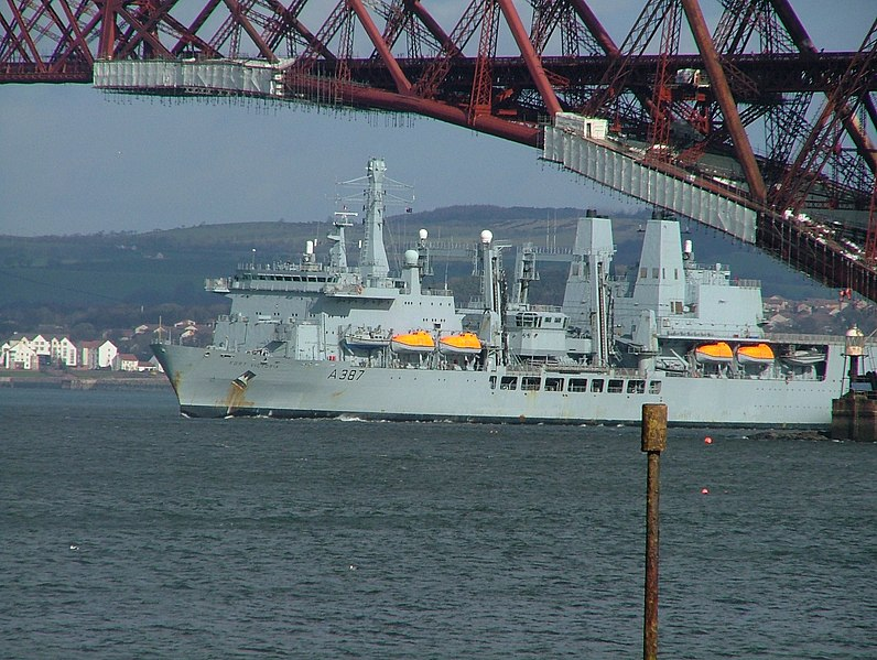 File:RFA Victoria on the river Forth - panoramio.jpg