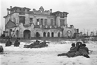 Leningrad–Novgorod Offensive - Soviet machine-gunners near Detskoye Selo railway station in Pushkin, January 21