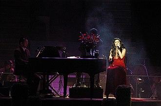 """Regine Velasquez - Velasquez performing """"Sana Maulit Muli"""" during her Twenty concert in October 2006"""