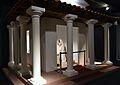 Reproducció d'un santuari gal·loromà (fanum), exposició El Tresor dels Bàrbars, MARQ.JPG
