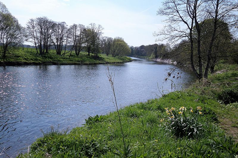 File:River Nith at the confluence of the Carse Loch Burn.JPG