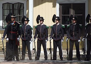 Royal Guardsmans (Hans Majestet Kongens Garde) in Oslo.JPG