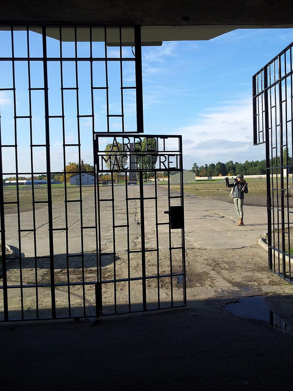 Sachsenhausen gate Arbeit macht frei