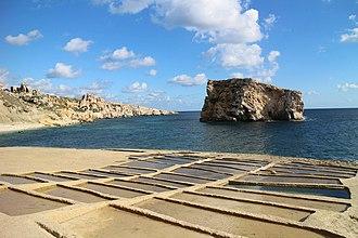 Ħalfa Rock - Saltpans near Ħalfa Rock.