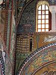 San vitale, ravenna, int., presbiterio, mosaici dell'arcone 03 gerusalemme celeste.JPG