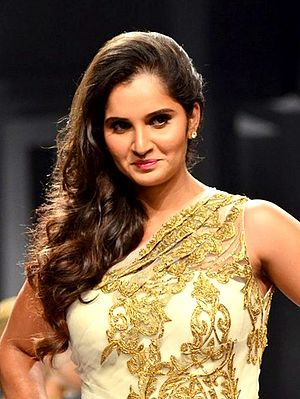 Sania Mirza walks for Shantanu Nikhil at AVBFW 2013 (2).jpg