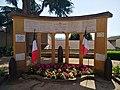 Savigny (Rhône) - Monument aux morts (juin 2019).jpg
