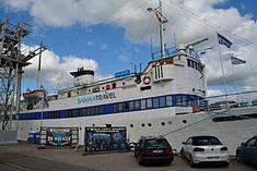 Schleswig-Holstein, Hochdonn, Fähranleger am N-O-Kanal; das Motorschiff Brahe lag dort als Hotelschiff für Wacken Open Air 2015 NIK 5408.jpg