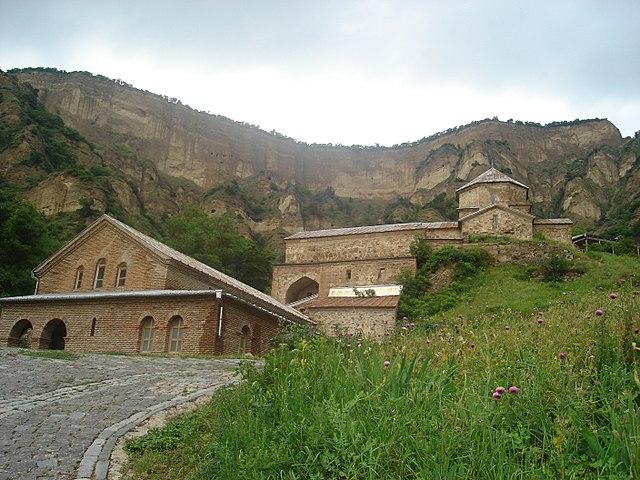 http://upload.wikimedia.org/wikipedia/commons/thumb/f/f8/Shiomgvime_Monastery%2C_Georgia2.JPG/640px-Shiomgvime_Monastery%2C_Georgia2.JPG?uselang=ru