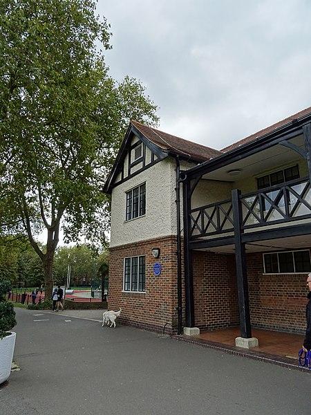 File:Sir Bradley Wiggins - Paddington Recreation Ground Randolph Avenue (long) W9.jpg