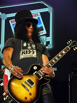 Slash con su remera de Kiss del album Kisss