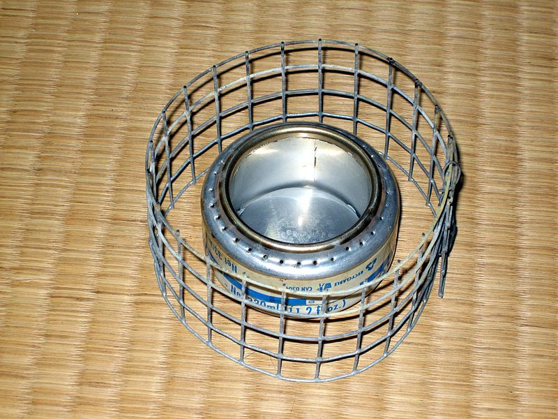 File:Soda can stove with mesh stand.jpg