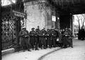 Soldaten während des Landesstreiks, Eisenbahnbrücke in Bern - CH-BAR - 3241479.tif