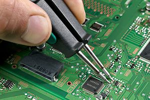 Surface-mount technology - Removal of surface-mount device using soldering tweezers
