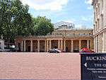 South screen to Buckingham Palace forecourt backing onto Ambassadors' Court.jpg