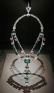 emerald and diamond necklace owned by the Smithsonian Institution