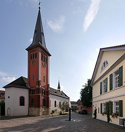 St. Andreas aus Klein Winternheim mit altem Rathaus 2017