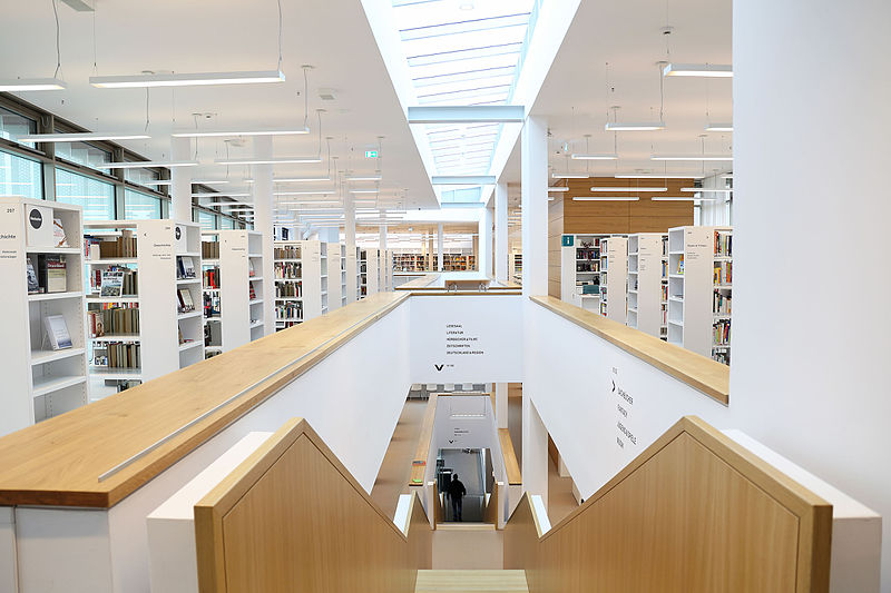 Datei:Stadtbibliothek Nordhausen Innen - 2016.jpg