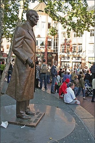 Statue of Frits Philips in Eindhoven Standbeeld Frits Philips.jpg