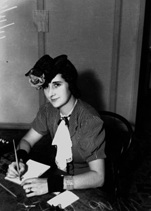 Doll hat - A 1946 version of the doll hat, also worn tilted forward on the head