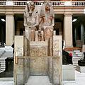 Statua colossale di Amenhotep III e tiye con henuttaneb 02.jpg