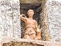 Statuette dans une niche murale d'une habitation.jpg
