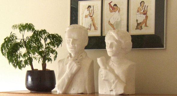 Stone sculptures of Friedrich and Pauline Kellner.jpg