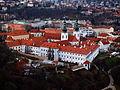 Strahovský klášter, celý z Petřína.JPG