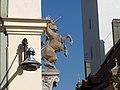 Straubing-Einhorn-Apotheke-Skulptur.jpg